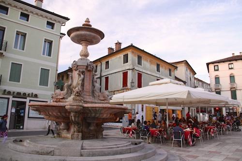 a fountain in a piazza in Bassano del Grappa