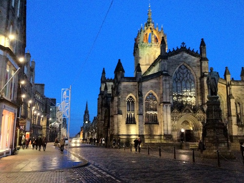Edinburgh Royal Mile at night