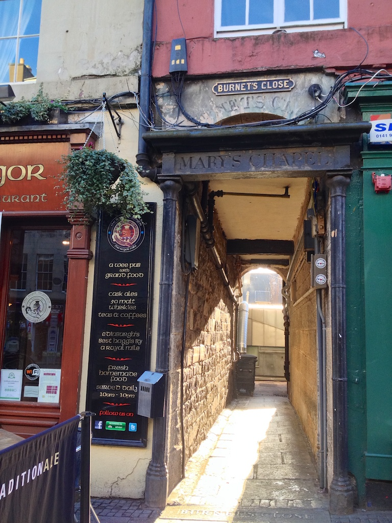 Burnet's Close, Edinburgh's Royal Mile