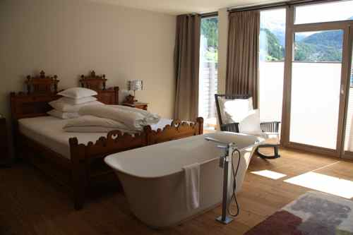bathtub bedroom hotel bergland