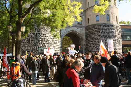 Occupy this beautiful medieval city gate!